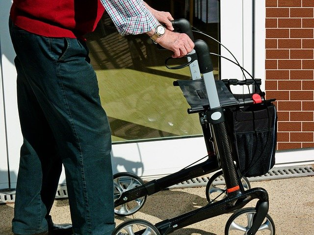 how to use a 4 wheeled walker